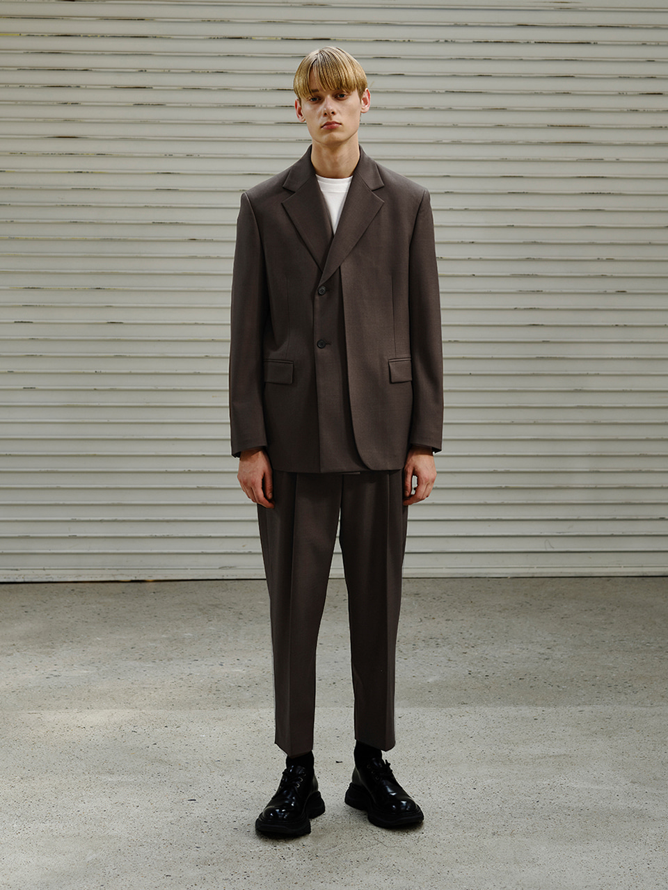 [FW20] TAILORED CROPPED PANTS(Brown) IEY [FW20] TAILORED CROPPED PANTS(Brown)